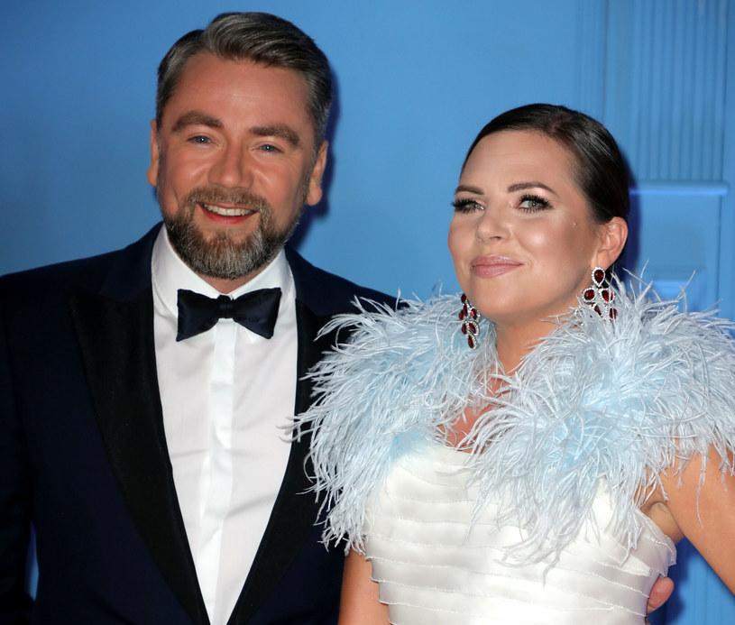 Aleksandra Kwaśniewska i Kuba Badach, czyli jedno z najsympatyczniejszych małżeństw w polskim show-biznesie opublikowało na swoich inastagramowych profilach zdjęcia ze statuetką Oscara, najbardziej prestiżową nagrodą w branży filmowej. Mieli ku temu powody