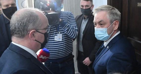 Rząd zobowiązał się spełnić wszystkie postulaty Lewicy w sprawie ratyfikacji unijnego Funduszu Odbudowy - przekazał europoseł Robert Biedroń po spotkaniu z premierem Mateuszem Morawieckim oraz szefem klubu PiS Ryszardem Terleckim.