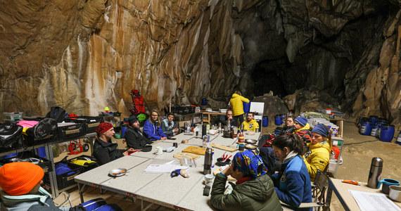 Grupa francuskich wolontariuszy spędziła w jaskini 40 dni. Ten eksperyment miał pokazać, jak człowiek radzi sobie w pełnej izolacji od świata.