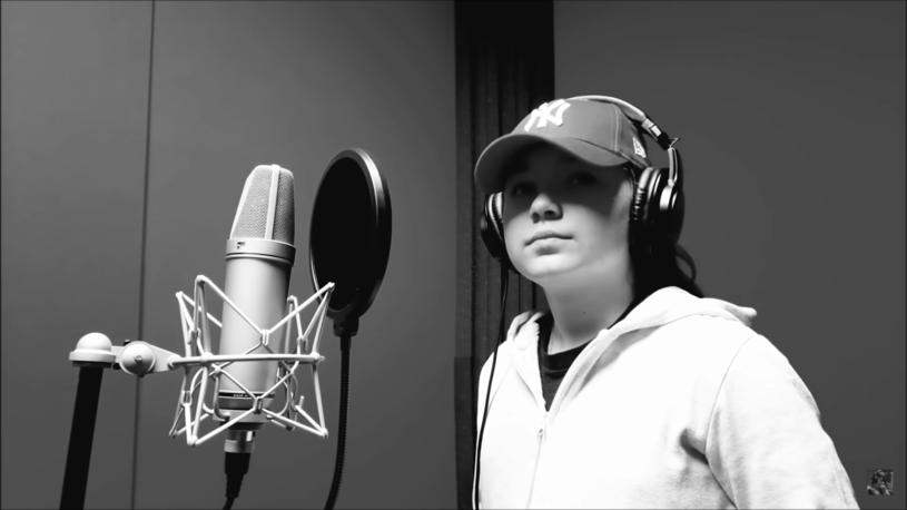 W sieci pojawiło się nagranie młodej, początkującej raperki, która występuje pod pseudonimem Nati D. W cztery dni utwór zebrał ponad milion wyświetleń. 9-latka w tekście mocno uderzyła w rządzących.