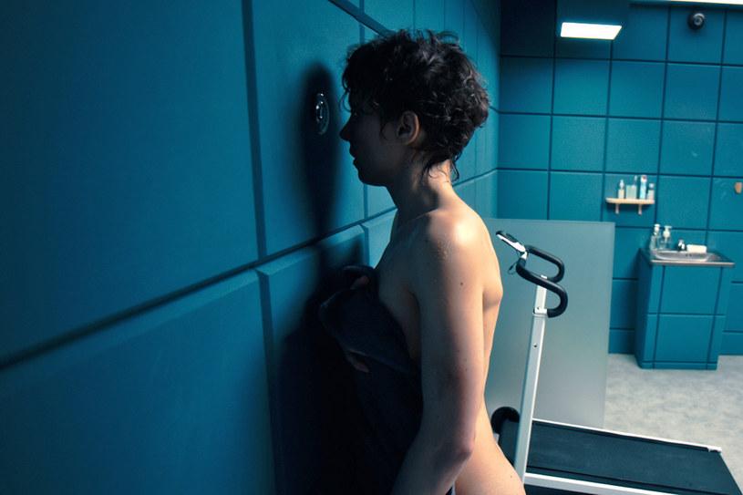 """Thriller """"Fisheye"""", którego premierę kinową odwołano z powodu pandemii Covid-19, zadebiutuje 1 maja (sobota) w serwisie Netflix. W rolach głównych występują nagrodzona w Koszalinie Julia Kijowska i Piotr Adamczyk."""