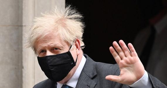 """Parlament Europejski poparł umowę handlową między Wielką Brytanią a Unią Europejską po brexicie, usuwając ostatnią przeszkodę na drodze do pełnej ratyfikacji porozumienia. W głosowaniu 660 europosłów było """"za"""", 5 - """"przeciwko"""", a 32 wstrzymało się od głosu."""