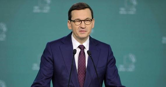 W środę do Sejmu wpłynął rządowy projekt ustawy ws. ratyfikacji decyzji dotyczącej zwiększenia zasobów własnych Unii Europejskiej. Ratyfikacja jest niezbędna do uruchomienia wypłat z Funduszu Odbudowy Unii Europejskiej. Polska ma otrzymać 23 mld euro w dotacjach oraz 34 mld euro pożyczki. Według przewidywań, w latach 2021-2027 Polska zapłaci od tego około 2 mld zł odsetek.