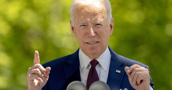 Po blisko stu dniach prezydentury poparcie dla Joe Bidena wynosi 60 procent - głosi sondaż portalu Politico. Amerykanie w większości pozytywnie oceniają jego działania na polu gospodarki oraz zwalczania epidemii. Krytyczni są wobec prezydenckiej polityki dotyczącej imigrantów.