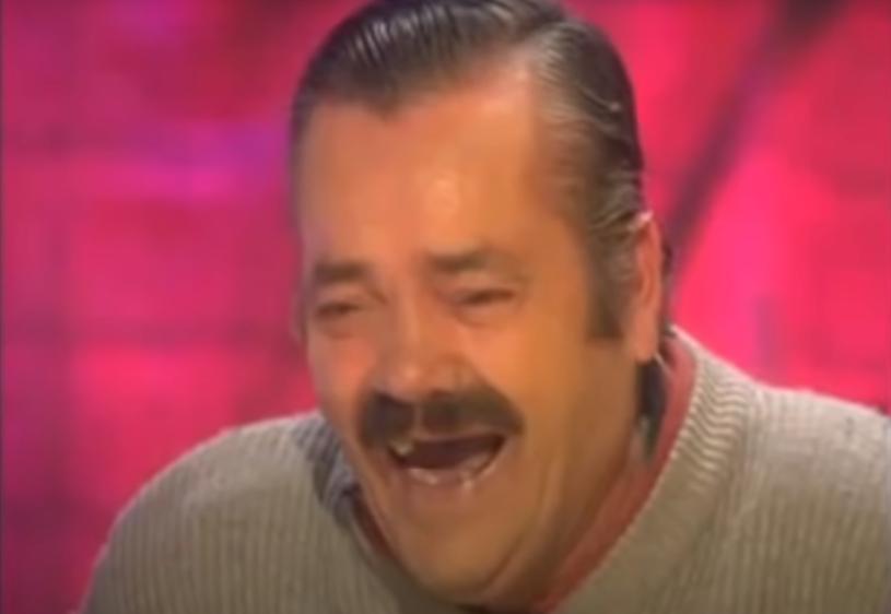 """Juan Joya Borja, komik znany szerzej jako """"El Ristas"""" i bohater wielu youtube'owych przeróbek, zmarł 28 kwietnia 2021 w wieku 65 lat w wyniku przewlekłej choroby. Nieśmiertelnym uczynił go jego śmiech i tysiące powstałych dzięki niemu memów. Miał w swym życiu również epizod aktorski."""
