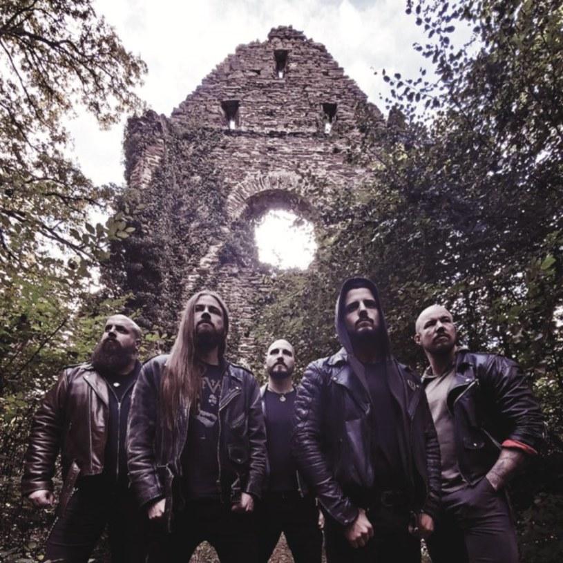 """""""As Strangers We Depart"""" - to tytuł nowego albumu doommetalowców z niemieckiego Cross Vault."""