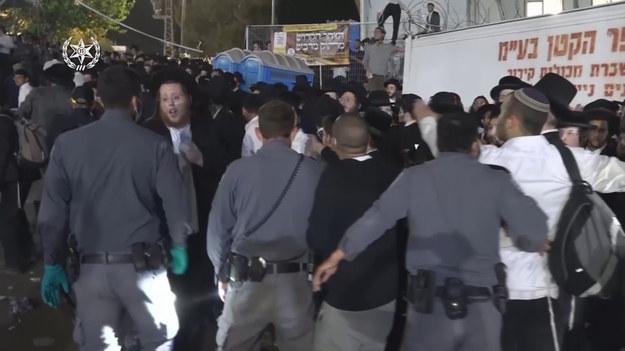 Izraelskie media informują o 44 ofiarach śmiertelnych paniki po zawaleniu się trybuny podczas religijnego zgromadzenia w piątek pod górą Meron. Pogotowie ratunkowe twierdzi, że pod opieką lekarzy są 103 ranne ofiary, 38 z nich w ciężkim stanie.