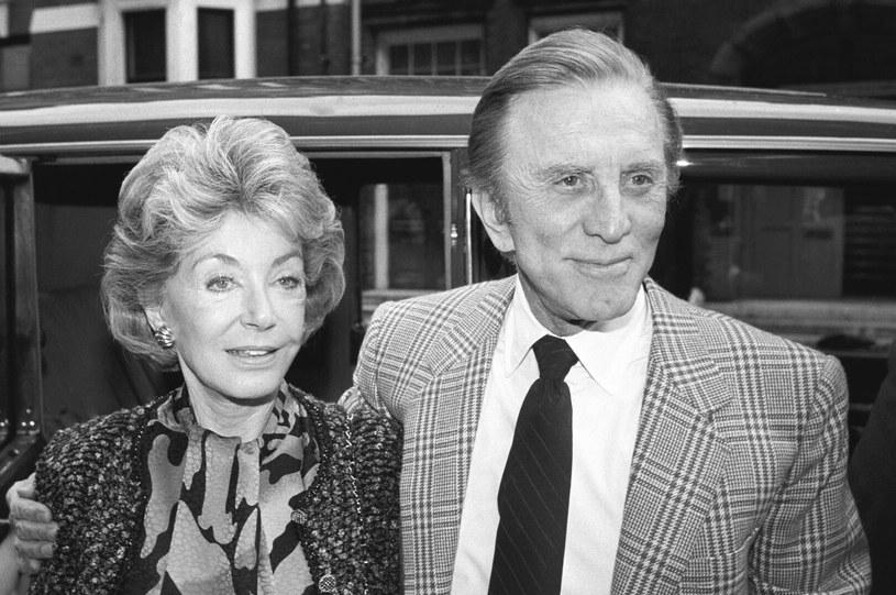 Anne Douglas, żona Kirka Douglasa i macocha Michaela Douglasa, zmarła 29 kwietnia w swoim domu w Beverly Hills. Odeszła zaledwie rok po swoim mężu Kirku Douglasie.