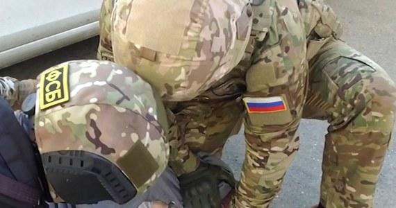Funkcjonariusze Federalnej Służby Bezpieczeństwa (FSB) Rosji zatrzymali w piątek adwokata Iwana Pawłowa, który broni m.in. zwolenników opozycjonisty Aleksieja Nawalnego. Prawnika zatrzymano w ramach postępowania karnego, dotyczącego ujawnienia danych ze śledztwa.