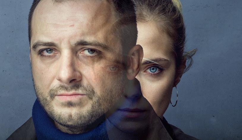 """Drugi sezon serialu Canal+ opowiadający historię Adama Kurka trafi na antenę latem 2021. W produkcji zatytułowanej """"Kruk. Czarny Woron nie śpi"""" w tytułowej roli ponownie zobaczymy Michała Żurawskiego."""