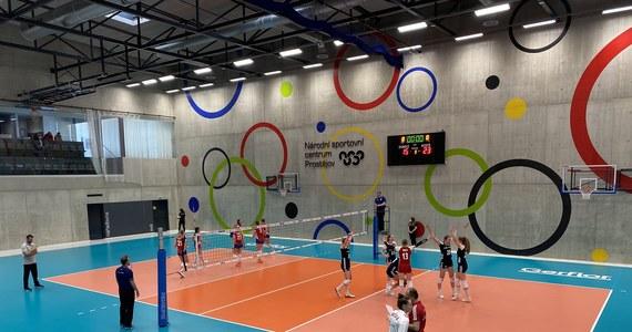 Polskie siatkarki przegrały w Prostejovie z reprezentacją Czech 2:3 (25:16, 25:23, 13:25, 24:26, 10:15) w drugim meczu sparingowym. W czwartek biało-czerwone uległy rywalkom 0:4.
