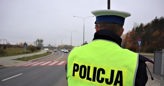 Są zarzuty dla kierowcy, który w czwartek w Rycerce Górnej niedaleko Żywca uciekał przed policją. Mężczyzna będzie teraz odpowiadał za kierowanie samochodem po wypiciu alkoholu, ucieczkę oraz próbę wywierania wpływu na policjantów.