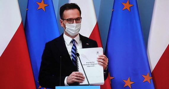 Polska nie przesłała wciąż do Brukseli ostatecznego Krajowego Planu Odbudowy, który jest warunkiem otrzymania pomocy po pandemii z europejskiego Funduszu Odbudowy - dowiedziała się brukselska korespondentka RMF FM Katarzyna Szymańska-Borginon. Wczoraj wiceminister funduszy i polityki regionalnej Waldemar Buda zapewniał, że Krajowy Plan Odbudowy przyjęty przez rząd trafił już do Komisji Europejskiej.