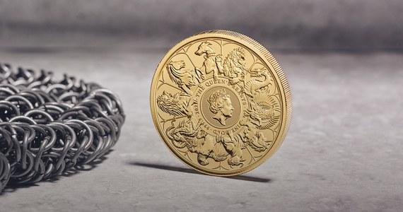 Royal Mint, brytyjska mennica państwowa, zaprezentowała w czwartek największą w swojej liczącej 1135 lat historii monetę - ma ona średnicę 20 cm, waży 10 kg, ma nominał 10 tys. funtów i wykonana jest w całości ze złota.