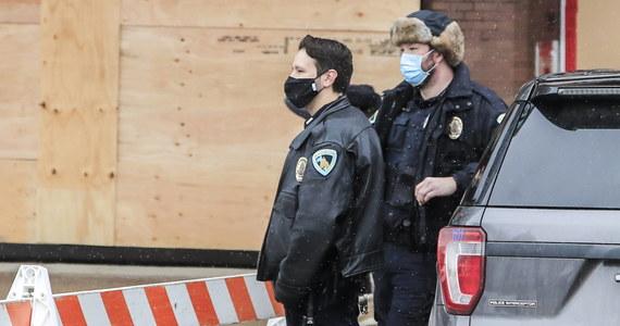 Napastnik w sobotę wieczorem czasu miejscowego otworzył ogień w kasynie w mieście Green Bay w amerykańskim stanie Wisconsin. Zabił dwie osoby, a trzecią postrzelił, zanim został zastrzelony przez policjantów - poinformowały władze.