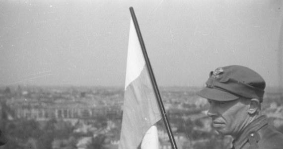 2 maja, w Święto Flagi Rzeczypospolitej Polskiej w Faktach RMF FM przypominamy mniej znane fakty i najważniejsze wydarzenia historyczne, w których biało-czerwona flaga odegrała ważną rolę.