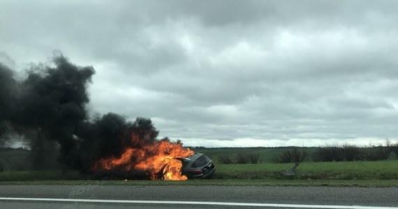 Służby drogowe przywróciły normalny ruch na opolskim odcinku autostrady A4, gdzie po pożarze samochodu zablokowana była jezdnia w kierunku Katowic.
