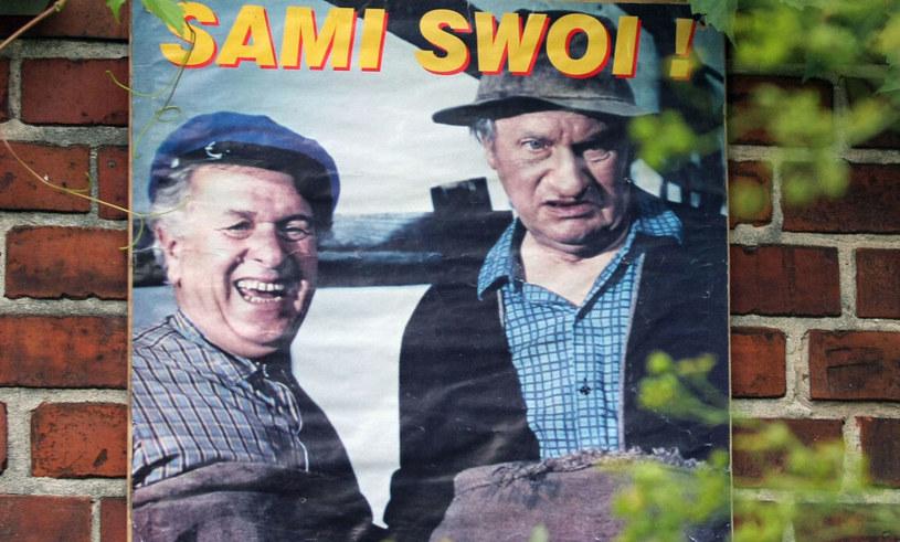 """W środę o godz. 21.10 Polsat przypomni kultową komedię Sylwestra Chęcińskiego """"Sami swoi"""". Widzowie zobaczą film w wersji kolorowej, zrealizowanej z inicjatywy Telewizji Polsat."""