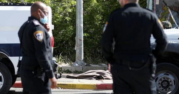 Izraelski żołnierz zastrzelił na Zachodnim Brzegu Jordanu 60-letnią Palestynkę, która usiłowała zaatakować go nożem. W innym incydencie na tym samym terytorium trzej Izraelczycy zostali ranni w ataku Palestyńczyków.