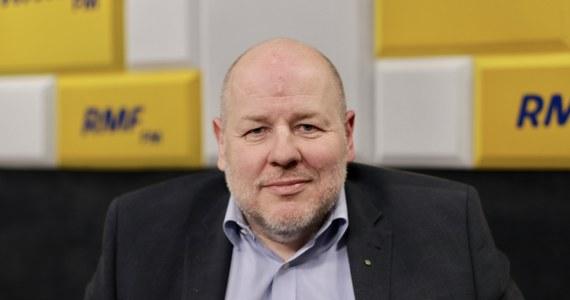 """Uważam, że te pieniądze są szansą dla Polski. Ale trzeba wprowadzić mechanizm, żeby PiS nie rozdawało tych pieniędzy """"po rozważaniu"""" - mówi gość Roberta Mazurka w RMF FM, senator PSL - Koalicji Polskiej Jan Filip Libicki, pytany o to jak zagłosuje w sprawie europejskiego planu odbudowy po pandemii i co w tej sprawie powiedziałby kolegom w Sejmie."""
