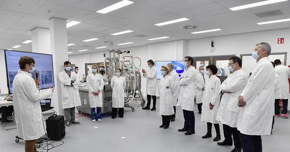 Europejska Agencja Leków (EMA) rozpoczęła ocenę stosowania szczepionki przeciwko Covid-19 BioNTech-Pfizer u młodych ludzi w wieku od 12 do 15 lat. Jeśli proces ewaluacji przebiegnie zgodnie z planowanym harmonogramem, to decyzja zostanie ogłoszona jeszcze w czerwcu.