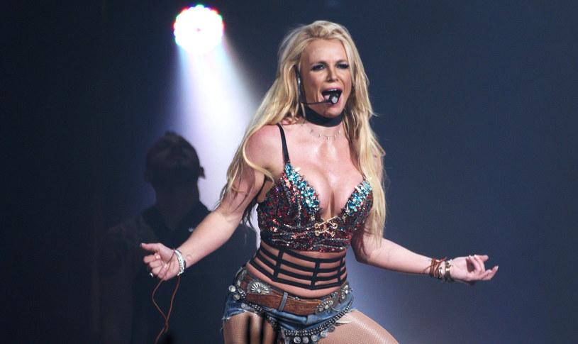 Według najnowszych doniesień ojciec Britney Spears twierdzi, że wokalistka zmaga się z demencją. Ma to być jeden z powodów, dlaczego to właśnie on zajmuje się finansami gwiazdy.