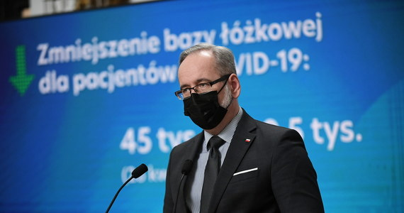 """""""Mamy dwa ogniska mutacji indyjskiej koronawirusa w Polsce. W okolicach Warszawy i Katowic. Potwierdziliśmy już 16 przypadków"""" - powiedział minister zdrowia Adam Niedzielski. Jak podkreślił: przybywający do Polski z RPA, Indii i Brazylii trafią na automatyczną kwarantannę. Niedzielski poinformował również o powstaniu specjalnego zespołu – będzie zajmował się badaniami mutacji koronawirusa. Jak podkreślił, badanie nowych mutacji koronawirusa, w tym dwóch nowych ognisk tzw. mutacji indyjskiej, jest kluczowe dla niedopuszczenia do kolejnej fali zakażeń."""