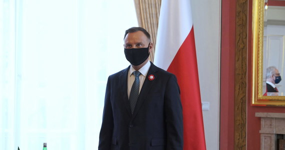 Mam wątpliwości co do rzeczywistych kwalifikacji Adama Bodnara do tego, aby kiedykolwiek mógł pełnić funkcję Rzecznika Praw Obywatelskich - powiedział prezydent Andrzej Duda. Dodał, że zmiana RPO w Polsce jest sprawą pilną.