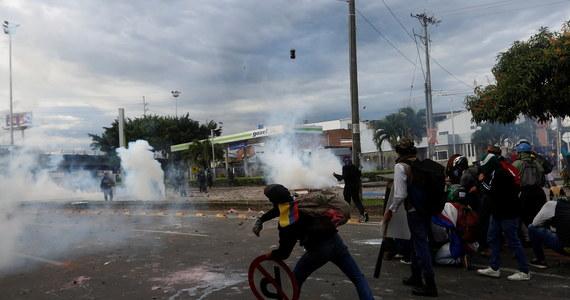 W trwających w Kolumbii od końca kwietnia zamieszkach, które wybuchły podczas protestów przeciwko planowanym przez rząd podwyżkom podatków, zginęło co najmniej 19 osób.