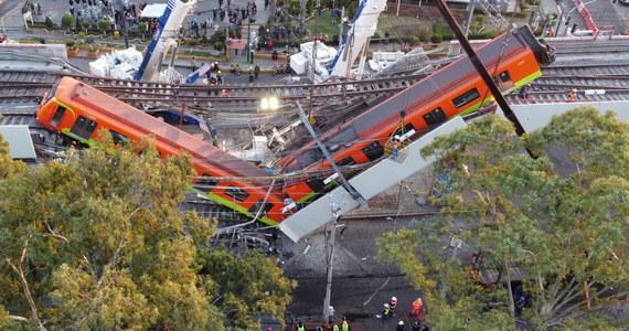 Prezydenta Meksyku Andres Manuel Lopeza Obrador zapowiedział, że w sprawie przyczyn katastrofy w stolicy kraju toczyć się będą równoległe trzy śledztwa: prokuratury federalnej, prokuratury okręgowej miasta Meksyk i wyspecjalizowanej firmy zagranicznej. Z powodu zawalenia się na ulicę części wiaduktu pod jadącym pociągiem metra zginęły 23 osoby, a 79 zostało hospitalizowanych.