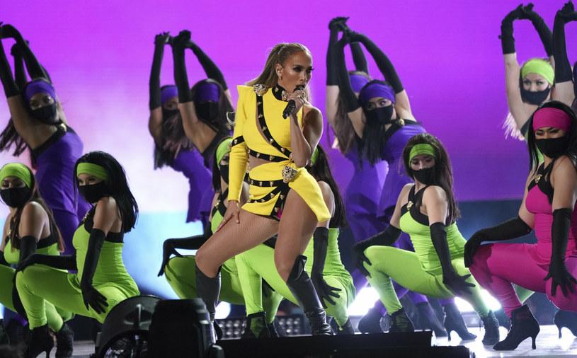 Każde kolejne zdjęcie Jennifer Lopez wywołuje falę komplementów. Teraz pokazała fotografie ze swoją córką i mamą, a fani nie mogą wyjść z podziwu.