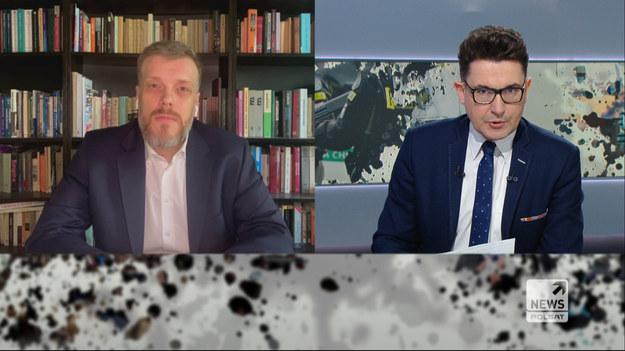 """Adrian Zandberg pytany czy może zapewnić, że nie ma żadnego """"dealu politycznego"""", np. związanego z ustawą represyjną pomiędzy PiS, a Lewicą Zandberg podkreślił, że """"nie ma żadnych ustaleń innych niż te, które poznała opinia publiczna, dotyczące zagospodarowania środków""""."""