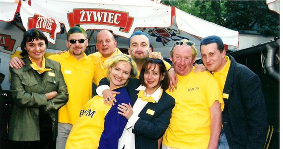 """""""Taki dobry duch oddziału, zawsze pomocna, chciała żeby cały oddział, wszyscy ludzie byli szczęśliwi, ciągle uśmiechnięta, otwarta i wrażliwa na ludzi"""" – tak Magdę zapamiętali jej przyjaciele z oddziału RMF FM Opole. 6 maja 2021 roku mija 20.rocznica śmierci naszej koleżanki. Po tragicznym wypadku samochodowym, który miał miejsce 1 listopada 2000 roku w Kostowie (woj. opolskie), Magda zmarła pół roku później nie odzyskawszy przytomności. Na szczęście z wypadku uratowały się jej dzieci. W trakcie długiego majowego weekendu spotkaliśmy się przy grobie Magdy na Cmentarzu na Półwsi w Opolu, złożyliśmy w imieniu wszystkich koleżanek i kolegów z RMF FM wiązankę, zapaliliśmy świeczki i wraz z jej dziećmi wspominaliśmy ich Mamę."""