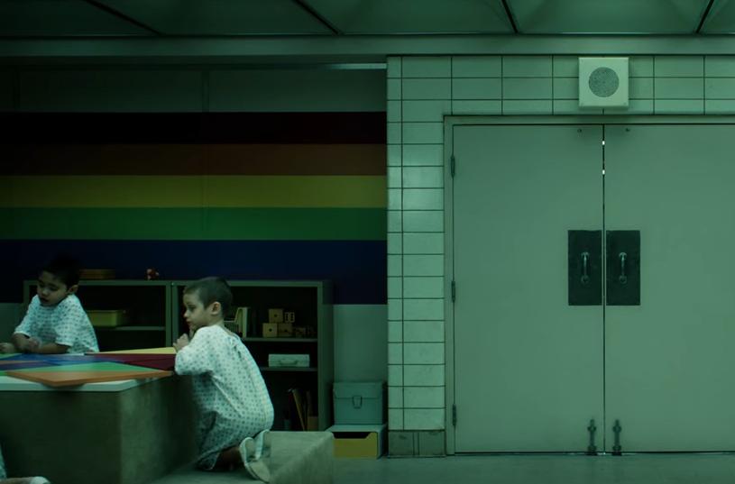"""Netflix zaprezentował kolejną zapowiedź czwartego sezonu serialu """"Stranger Things"""". Materiał zatytułowany """"Jedenastko, słyszysz mnie?"""" udowadnia, że nadchodzący sezon hitowej produkcji będzie bardziej mroczny od poprzedników."""