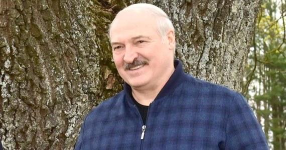 Prawa i obowiązki urzędników, zasady zachowania powinny być takie jak u wojskowych - powiedział w czwartek Alaksandr Łukaszenka.