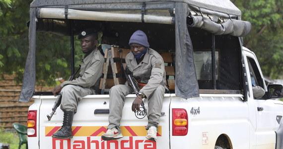Rozważamy wysłanie do Mozambiku unijnej wojskowej misji szkoleniowej, podobnej do tych, które mamy w kilku innych krajach Afryki - powiedział w czwartek na konferencji prasowej w Brukseli wysoki przedstawiciel Unii ds. zagranicznych Josep Borrell.