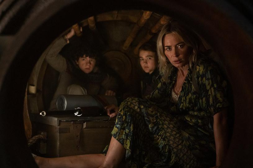 """4 czerwca na ekrany kin trafi sequel """"Cichego miejsca"""" - jednego z najoryginalniejszych horrorów ostatnich lat. Pochodząca z niego scena porodu w wannie, bez możliwości wydania z siebie jakiegokolwiek dźwięku, zapisała się w pamięci milionów widzów i przeszła do historii kina."""