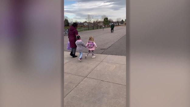 Pełne uroku nagranie udało się zarejestrować pewnej matce. Widać na nim, jak jej córka wita się ze swoją najlepszą przyjaciółką. Wzruszające