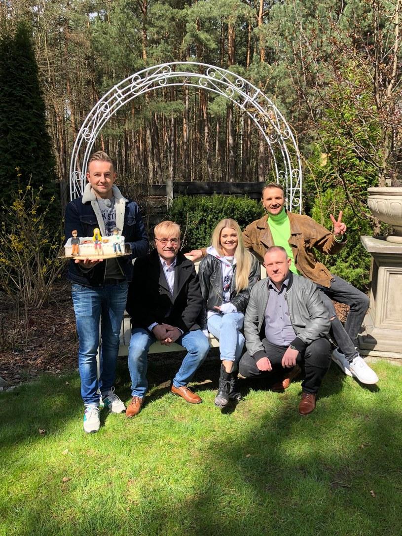 """Edyta Folwarska z ekipą programu """"Disco Weekend z Blondi"""" świętuje 10-lecie stacji Polo TV. Ci ludzie znają przepis na najlepszą zabawę... niestety gorzej jest z przepisem na urodzinowy tort."""