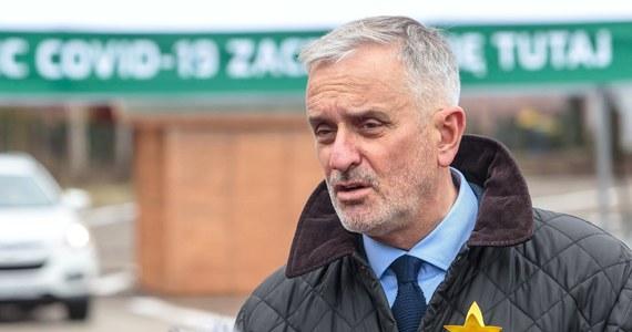 Po groźbach przeciwników szczepień prezydentowi Wałbrzycha Romanowi Szełemejowi przydzielona została policyjna ochrona. Właśnie z jego inicjatywy wałbrzyscy radni przyjęli pod koniec kwietnia uchwałę o obowiązkowym szczepieniu przeciwko Covid-19. Wczoraj w Popołudniowej rozmowie w RMF FM Szełemej przyznał, że zarówno on sam, jak i jego współpracownicy otrzymują groźby.