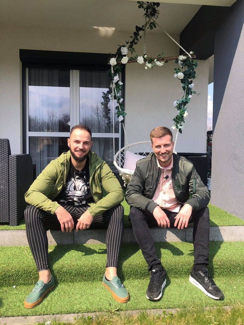 """W nowym programie """"Czym chata bogata"""" na antenie Disco Polo Music tym razem kamery zawitały w mieszkaniu należącym do Konrada Kulczyńskiego, lidera grupy Shantel."""
