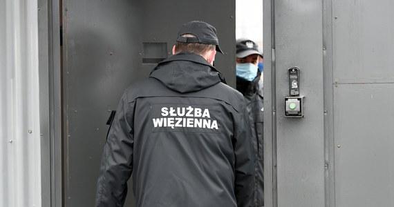 Sześć osób w tym szefostwo zakładu karnego w zachodniopomorskim Nowogardzie zostało zatrzymanych przez agentów Centralnego Biura Antykorupcyjnego - dowiedział się reporter RMF FM. Funkcjonariusze przeszukiwali też pomieszczenia w zakładzie karnym, a także miejsca zamieszkania zatrzymanych osób.