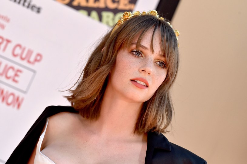 """Od czasu występu w trzecim sezonie """"Stranger Things"""" Maya Hawke jest jedną z najpopularniejszych aktorek młodszego pokolenia. 22-latka pracuje obecnie nad kilkoma projektami. Nie da się ukryć, że córka Umy Thurman i Ethana Hawke'a przebojem wkracza do świata kina."""