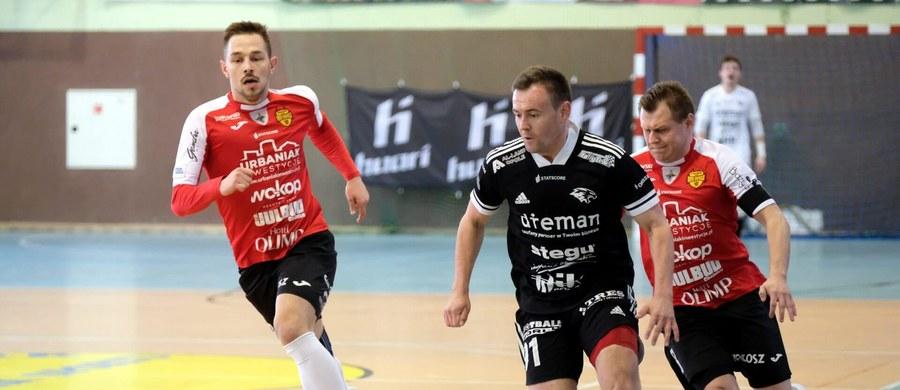 To już ostatni miesiąc ze STATSCORE Futsal Ekstraklasą w tym sezonie. A im bliżej końca, tym też więcej rozwiązań. Jedno z nich może nadejść już w sobotę, kiedy to prawdopodobnie poznamy trzeciego ze spadkowiczów.