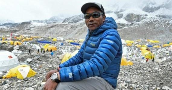 Kami Rita Sherpa poprawił własny rekord wejść na najwyższy szczyt Ziemi - Mount Everest (8848 m), zdobywając go po raz dwudziesty piąty. Nepalczyk chciał to zrobić nieco wcześniej - w ubiegłym roku - na swoje 50. urodziny, ale musiał odłożyć plany z powodu pandemii.