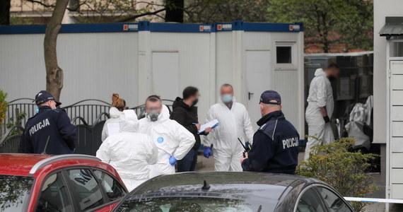 W przyszłym tygodniu ma zostać przeprowadzona sekcja zwłok mężczyzny zamordowanego w piątek w pralni na warszawskim Gocławiu. Jak wynika z dotychczasowych ustaleń, 37-latek zabił swojego 73-letniego ojca, właściciela pralni. Napastnik trafił w ciężkim stanie do szpitala i przeszedł operację.