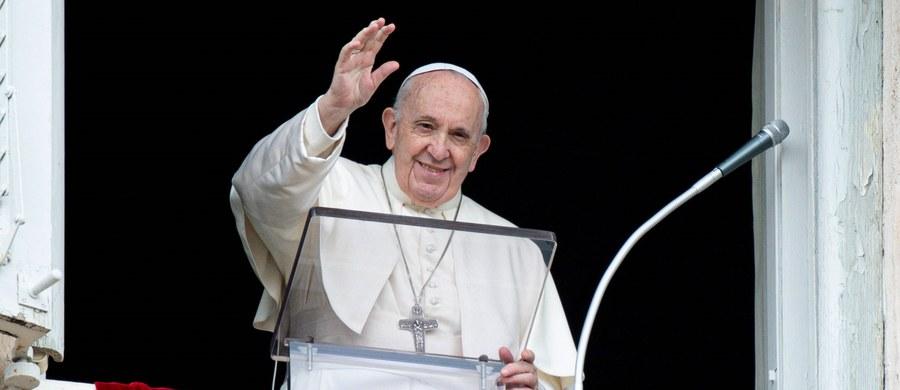 """W przesłaniu do uczestników koncertu Vax Live w USA, zorganizowanego na cześć osób walczących z pandemią koronawirusa, papież Franciszek powiedział, że trzeba """"porzucić indywidualizm i krzewić dobro wspólne"""". Zaapelował o """"ducha sprawiedliwości, który zmobilizuje do tego, by zapewnić powszechny dostęp do szczepionek i czasowe zawieszenie praw własności intelektualnej""""."""