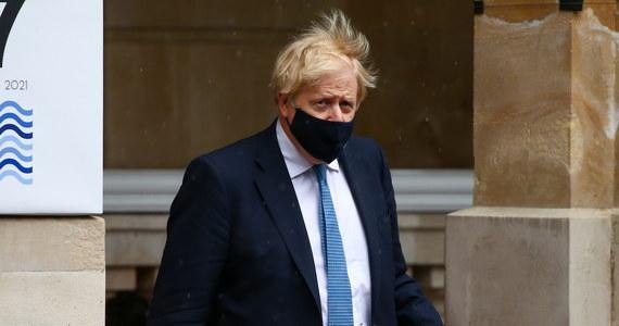 Premier Wielkiej Brytanii Boris Johnson poprosił władze UEFA o przeniesienie finału piłkarskiej Ligi Mistrzów do Anglii. Mecz między Manchesterem City a Chelsea Londyn zaplanowany jest na 29 maja w Stambule.