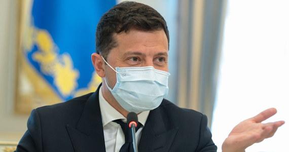 II wojna światowa była najstraszniejszą w historii ludzkości, a nazizm był absolutnym złem - oświadczył prezydent Ukrainy Wołodymyr Zełenski w sobotę, kiedy na Ukrainie obchodzony jest Dzień Pamięci i Pojednania. Zełenski wraz z ambasadorami krajów G7 i UE udał się do Donbasu.
