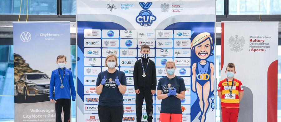 """Reprezentanci ponad sześćdziesięciu klubów pływackich rozpoczęli w sobotę udział w dwudniowych zawodach z cyklu Otylia Swim Cup w Lublinie. """"Najważniejsza jest energia, która płynie od dzieci, bo widać, że potrzebowały bardzo startów"""" - mówi Otylia Jędrzejczak."""